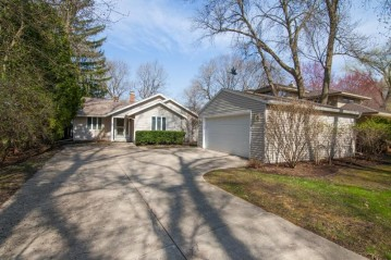 241 S Ferry Dr, Lake Mills, WI 53551