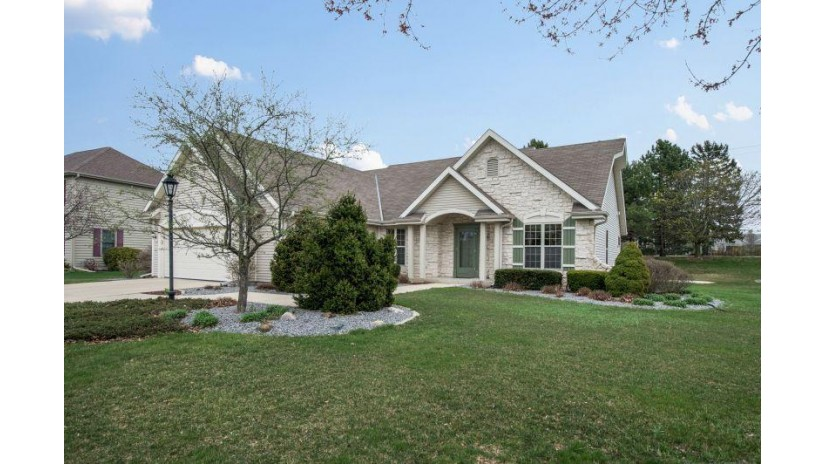 6716 S Yale Dr Franklin, WI 53132-9060 by Coldwell Banker Residential Brokerage $414,900