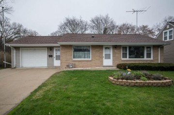 229 N Spring St, Port Washington, WI 53074-1747