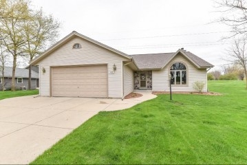 S79W17648 Scenic Dr, Muskego, WI 53150-8007