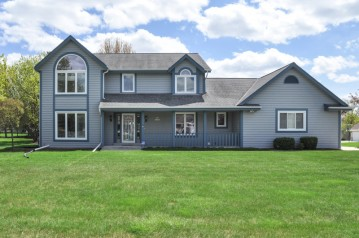 S79W17533 Scenic Dr, Muskego, WI 53150-8017