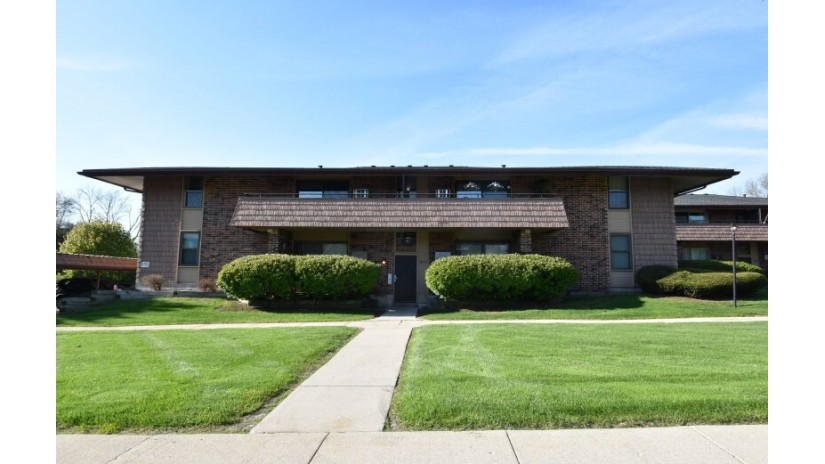8711 W Oklahoma Ave D Milwaukee, WI 53227-4548 by Shorewest Realtors $99,500