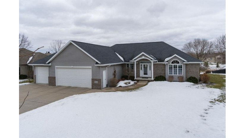 603 GLENVIEW Avenue Combined Locks, WI 54113 by Assist 2 Sell $369,900