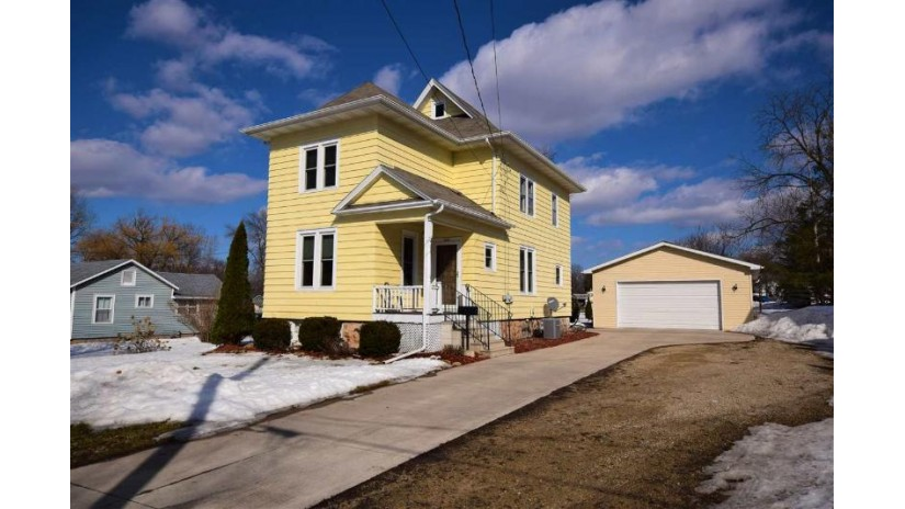 440 MADISON Avenue Omro, WI 54963 by RE/MAX On The Water $159,900