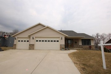 492 LEONA Way, Oakfield, WI 53065