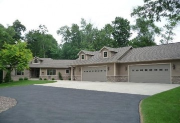 N5381 THOMASWOOD Court, Lamartine, WI 54937