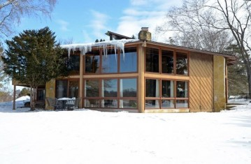 205 Merry Christmas Ln, Mineral Point, WI 53565