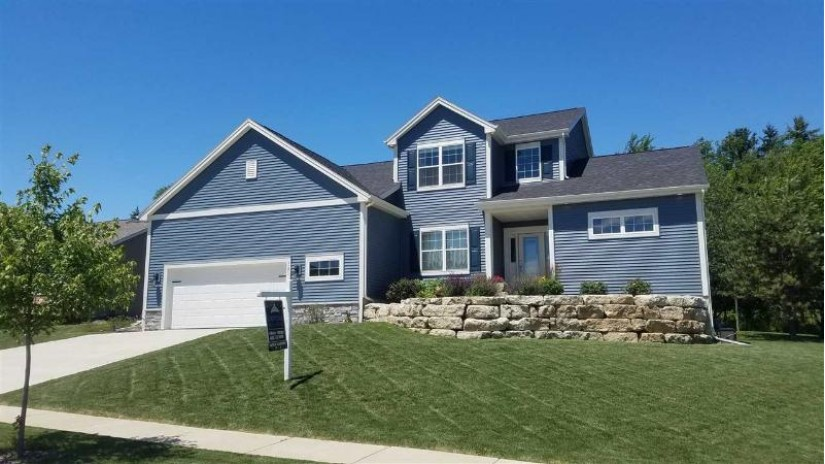 321 Pinnacle Dr Lake Mills, WI 53551 by Capital Real Estate $427,000