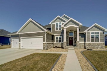 3013 Mourning Dove Dr, Cottage Grove, WI 53527