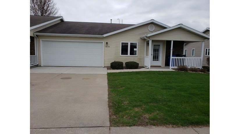 1424 15th St 27 Baraboo, WI 53913 by Weichert, Realtors - Great Day Group $199,900