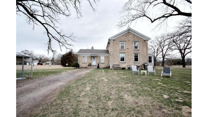 117 HIGHWAY D Dousman, WI 53118-8737 by The Real Estate Company Lake & Country $388,900