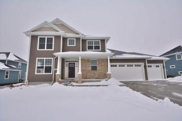 8025 W Mourning Dove Ln, Mequon, WI 53097-1207