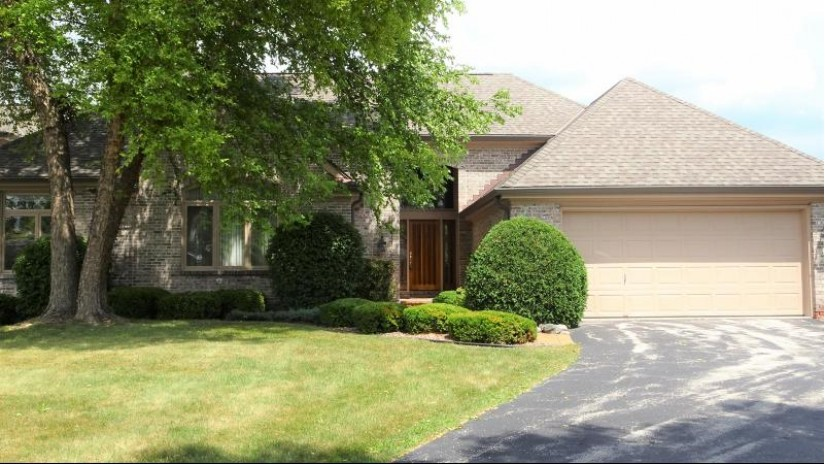 2808 W Golf Cir Mequon, WI 53092 by Homegate Direct Realty $409,995