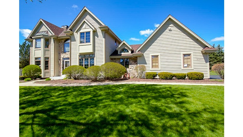 3265 Dartmouth Dr Brookfield, WI 53005 by Shorewest Realtors $549,800