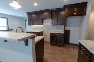 301 Creekside Ct, Watertown, WI 53098-2122