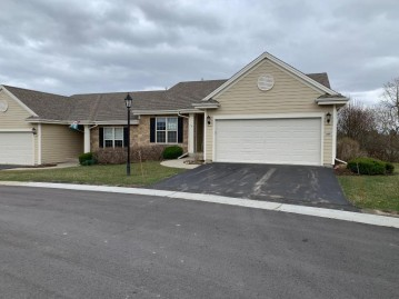 449 Woodfield Cir, Waterford, WI 53185-4052