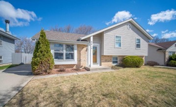 9612 W Darnel Ave, Milwaukee, WI 53224-2724