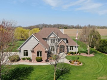 5337 Wood Lilly Ln, Waterford, WI 53185-3559