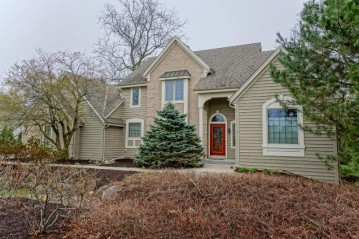 1240 S James St, Brookfield, WI 53005-7191