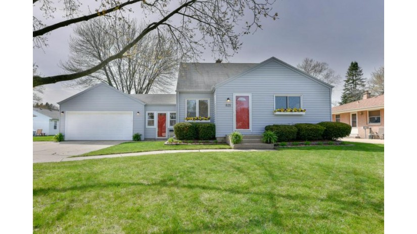 825 S 123rd St West Allis, WI 53214-2020 by Buyers Vantage $229,900