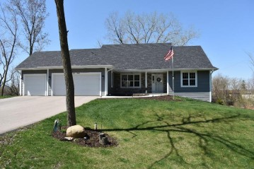 W173S7645 Westwood Dr, Muskego, WI 53150-9159