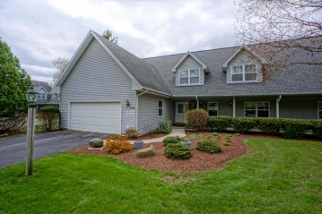 1716 Journeys Dr, Delafield, WI 53029-9375