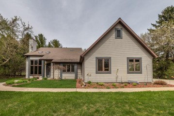 7702 W Evergreen Rd, Mequon, WI 53097-3002