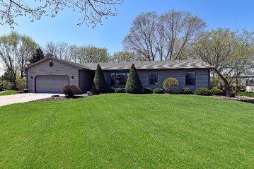 801 Maureen Ct, Twin Lakes, WI 53181-9112