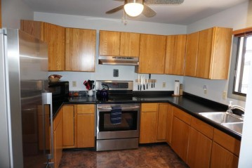 1533 S 93rd St, West Allis, WI 53214-4268