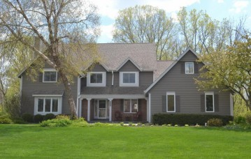 14275 Radiant Ct, Brookfield, WI 53005-7073