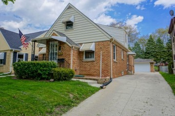 2564 S 78th St, West Allis, WI 53219-2461