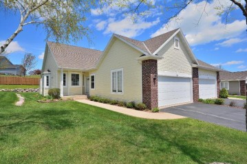 944 Algoma Dr, Port Washington, WI 53074-9662