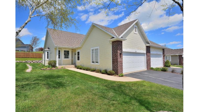 944 Algoma Dr Port Washington, WI 53074-9662 by First Weber Inc - Brookfield $219,900