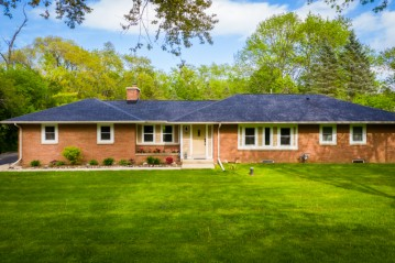 11456 N Solar Ave, Mequon, WI 53097-3235