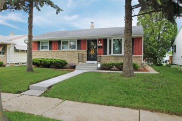 9528 W Lisbon Ave, Milwaukee, WI 53222-2530