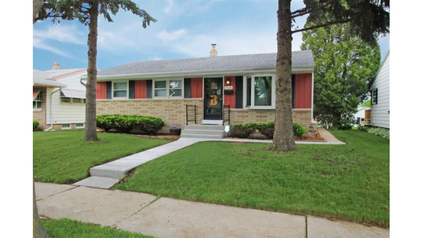 9528 W Lisbon Ave Milwaukee, WI 53222-2530 by Shorewest Realtors $149,900