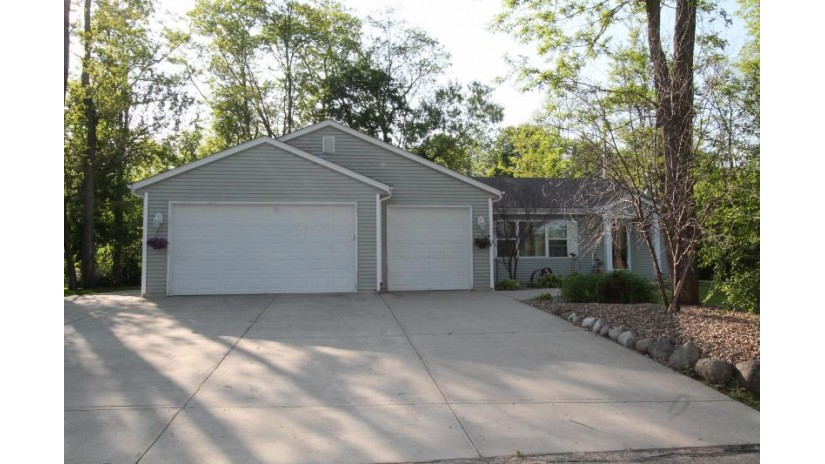 N6251 Beach Dr Spring Prairie, WI 53105-2807 by Bear Realty Of Burlington $295,000