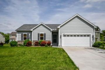 1220 Chester St, Brookfield, WI 53005-7100