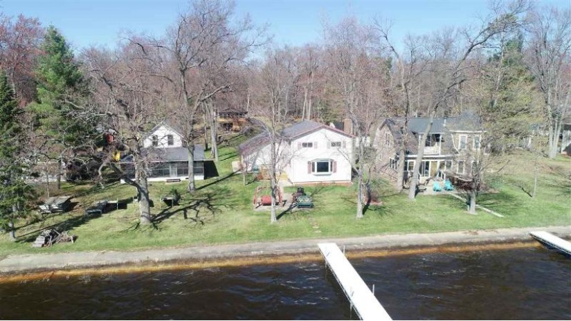 W5497 NORTH SHORE Drive Wescott, WI 54166 by Full House Realty, LLC $325,000