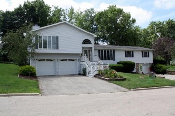 712a Pleasant St, Mineral Point, WI 53565