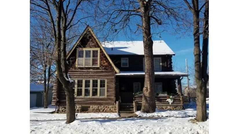 445 N Pine St Reedsburg, WI 53959 by Gavin Brothers Auctioneers Llc $110,000