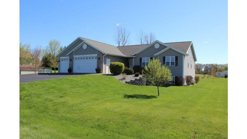 N6802 Bobbi Rd Pacific, WI 53954 by Century 21 Affiliated $315,000