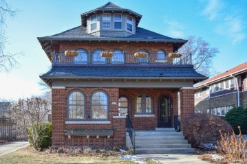 3915 N Downer Ave, Shorewood, WI 53211