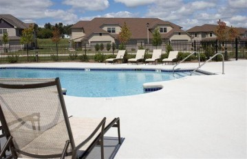 1671 New Port Vista Dr, Port Washington, WI 53024-9383