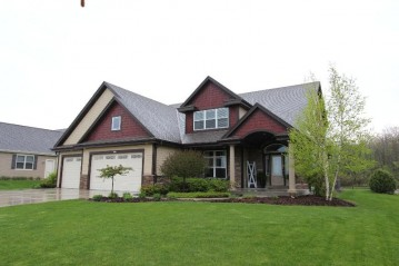 3224 W Hidden Oaks Dr, Franklin, WI 53132-6903