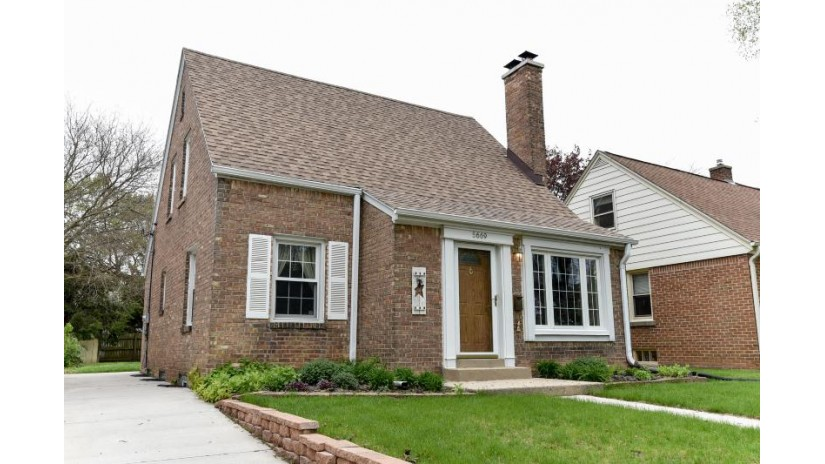 5669 N Crestwood Blvd Glendale, WI 53209-4351 by RE/MAX United - West Bend $179,900