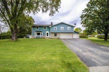 14560 Lilly Heights Dr, Brookfield, WI 53005-1411
