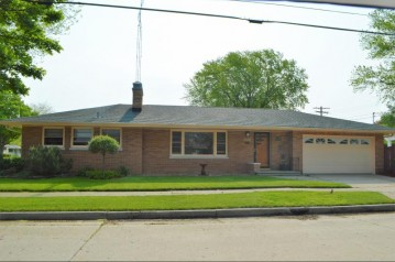 2405 19th Ave, Kenosha, WI 53140-4930