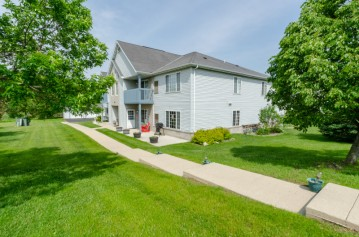 900 Fox Creek Dr 1, Watertown, WI 53098-1314