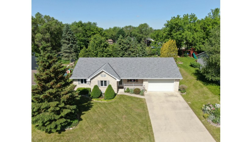 522 Fox River Hills Dr Waterford, WI 53185-4072 by Shorewest Realtors $289,900
